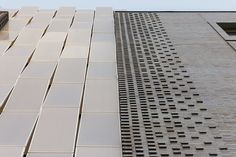 Street Apartments Long Island City, NY Perforated Aluminum Screen Wall-Cassette Panels Architect: Partners Photo by Timothy Hutto Photography Metal Facade, Brick Facade, Metal Panels, Corrugated Wall, Aluminium Cladding, Cladding Systems, Aluminum Screen, Custom Screens, Architectural Materials
