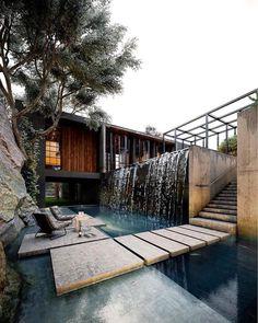 Aestate is an inspirational resource focused on interior design and architecture. Design Villa Moderne, Modern Villa Design, Modern Bathroom Design, Rustic Design, Urban Design, Contemporary Design, Waterfall Design, Waterfall House, Pond Waterfall