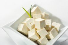Chinesische Gemüsesuppe mit Sprossen und Tofu - Rezept | GuteKueche.at