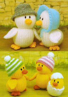 From Jean Greenhowe's 'Knitted Animals' meet 'The Duck Family''. Some of you may remember Peter the Wingless Duck on Harry Hill's 'The K Factor' - well this is his family. They are knitted with DK wool, are quick easy to make and the adults are tal Knitted Doll Patterns, Animal Knitting Patterns, Easter Crochet Patterns, Christmas Knitting Patterns, Knitted Dolls, Amigurumi Patterns, Crochet Toys, Knitting For Charity, Diy Ostern