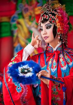 The annual traditional Chinese opera festival takes place in Taipei, Taiwan We Are The World, People Around The World, Wonders Of The World, Geisha, Beautiful World, Beautiful People, Chinese Opera, Chinese Art, Foto Poster