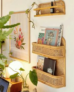 Keep your organization game strong this year with the cutest shelves around - Boho Büro Dekor Urban Outfitters Home, Urban Outfitters Apartment, Urban Outfitters Furniture, Uo Home, Aesthetic Room Decor, Deco Design, Design Design, House Rooms, Cheap Home Decor