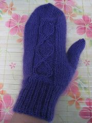 This mitten pattern is named after one of my closest friends, Laurin (LaLa) at http://scrapnknit.blogspot.com . One of her favorite yarns is Karabella Boise (soo wonderful and luxurious) and I created this pattern in honor of her and this yarn.