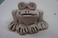 Pinch Pot Frogs. www.onceuponanartroom.com