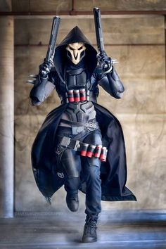 "From Henchman Props and Cosplay: ""Was super pumped to meet and shoot with Dave Yang Photography last weekend at AX! He was awesome to work with and I love the outcome, catching Reaper in action tongue..."