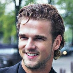hairstyles-for-men-with-really-curly-hair.jpg (768×768)