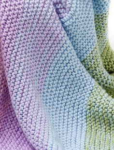 Gradient Garter Baby Blanket By Darlene Dale - Free Knitted Pattern - (yarnspirations) Like the idea of the doubled yarn to transition colours, try translating into a crochet blanket Loom Knitting, Knitting Patterns Free, Free Knitting, Baby Knitting, Crochet Patterns, Baby Blanket Knitting Pattern Free, Free Pattern, Manta Crochet, Knit Or Crochet