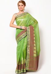 this green saree from Bunkar will be an excellent pick for your best friend's wedding. Featuring a beautiful border and trendy pallu, this saree will make you look chic and elegant, without any efforts. Made from cotton fabric, this saree is lightweight and very easy to drape as well. It measures 6.3 m (5.5 m saree + 0.8 m blouse piece)