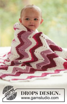 "Baby Snug - Crochet DROPS blanket with zigzag pattern in ""Alpaca"". - Free pattern by DROPS Design Crochet Blanket Patterns, Baby Blanket Crochet, Knitting Patterns Free, Baby Knitting, Crochet Baby, Free Pattern, Free Knitting, Chevron Blanket, Drops Design"