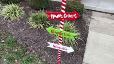 Grinch Christmas Party, Christmas Porch, Diy Christmas Gifts, Christmas Ornaments, Outdoor Signs, Outdoor Decor, Green Spray Paint, Porch Signs, Diy Signs
