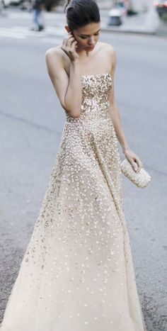We adore this Oscar de La Renta gown! Feeling like a princess! http://www.hiphunters.com/