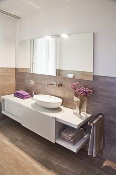 Qui puoi trovare foto di idee di design d'interni. Lasciati ispirare! #homeimprovementbathroom Modern Bathroom Design, Modern Bathrooms, Beautiful Bathrooms, Easy Projects, Home And Living, Interior Inspiration, Decoration, Home Improvement, Sweet Home