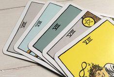Los números en el Tarot | Cuatro Lunas Tarot Waite, Tarot Rider Waite, Tarot Learning, Wicca, Feng Shui, Cards, Grillz, Angeles, Comics