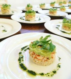 Crab, crayfish and avocado tian, baby watercress, pink peppercorns - Trend Appetizer Fine Dining 2019 Dinner Party Starters, Wedding Starters, Crayfish Salad, Prawn Starters, Italian Starters, Kos, Crawfish Party, Poached Chicken, Winter Vegetables