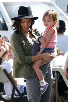 Celebrity Mum Jenna Dewan Tatum & Everly out and about.