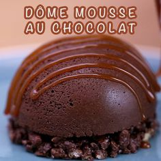 Fondant and crisp at the same time, the chocolate mousse dome is the dessert you need! by demotivateurFood Quick Dessert Recipes, Easy Cake Recipes, Easy Desserts, Gourmet Recipes, Chocolate Mousse Cake Filling, Mousse Dessert, Chocolate Desserts, Cupcakes Amor, Vanilla Mug Cakes
