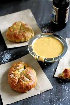 Pretzel Rolls w/ Beer Cheese. Pretzel Rolls with Beer Cheese Sauce Think Food, I Love Food, Good Food, Yummy Food, Appetizer Recipes, Snack Recipes, Appetizers, Baking Recipes, Easy Recipes