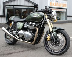 Not your standard Triumph Thruxton. This one has double discs in the front. Should be better than the standard one but the cablework isn't done too nice. And the bike has a wider rear tire. Not sure if I like these looks over the 'legal' version.