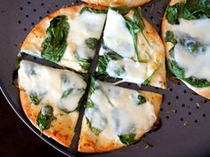 This White Pita Pizza is a quick and delicious lunch recipe that's filled with loads of flavor! Pita Bread Pizza, Pita Pizzas, Flatbread Pizza, Creamed Spinach, Spinach And Cheese, Lunch Recipes, Cooking Recipes, Healthy Recipes, Pizza Recipes