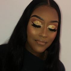 Glitter Face Green - Glitter Photoshoot How - - Glitter Fondos Neon - - Glitter Dourado Unha Prom Eye Makeup, Red Dress Makeup, Rose Gold Makeup, Black Girl Makeup, Girls Makeup, Face Makeup, Gold Glitter Eyeshadow, Glitter Makeup Looks, Glam Makeup Look