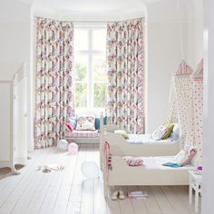 White children's bedroom, balloon print curtains