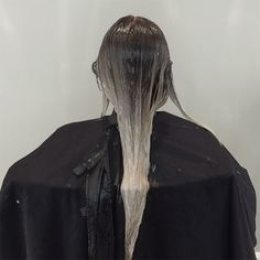 4 Secrets For Blending Shadow Roots And Toners , - All For Hair Cutes Dark Ash Blonde, Dark Roots Blonde Hair, Dark Hair, Shadow Root Blonde, Current Hair Trends, Hair Salon Names, Balayage Technique, Hair Toner, Hair Color Techniques