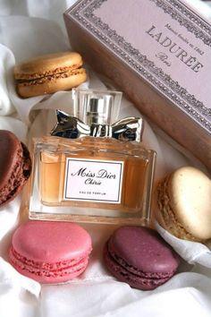 Miss Dior Chérie et Ladurée macarons, love ! Preppy a la française !