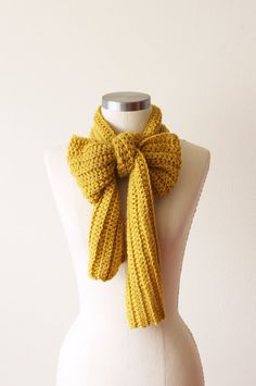 i like how this scarf has been tied