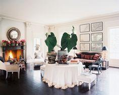 Salon con mesa camilla