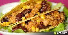 Csirkés taco recept képpel. Hozzávalók és az elkészítés részletes leírása. A csirkés taco elkészítési ideje: 30 perc Taco Pizza, Tex Mex, What To Cook, Fajitas, Nachos, Meat Recipes, Guacamole, Hamburger, Chili