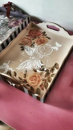 Discover thousands of images about Wood painting tray models - Wood painting objects - Wood Crafts, Diy And Crafts, Arts And Crafts, Paper Crafts, Decoupage Art, Decoupage Vintage, Decoupage Drawers, Painted Trays, Hand Painted