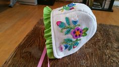 Ended up outting on ruffle onto the beaded bonnet. Pattern by storybook wood, design by Jessica Gokey. Made by doll face. Native American Baby, Native American Crafts, Native American Beading, Powwow Beadwork, Beaded Moccasins, Bonnet Pattern, Beadwork Designs, Bead Sewing, Baby Bonnets