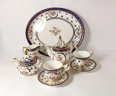 Set de porcelana miniatura té para dos, pintado a mano, por la corona de porcelana. Este delicado Servicio de té es demasiado grande para muebles de
