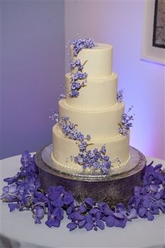 Das Meyer Wedding Cake Purple Flowers