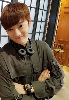 [CROSS GENE] Shin Wonho as Tae-O in Legend Of The Blue Sea Shin plays the hacker Tae-O in Legend Of The Blue Sea and is a part of the three Conmen.Tae-O appears to be the cool but quiet type who also happens to be incredibly awesome and attractive. Asian Actors, Korean Actors, Legend Of Blue Sea, Shin Won Ho Legend Of The Blue Sea, Shin Cross Gene, Shin Won Ho Cute, Popular Korean Drama, Gong Myung, Hye Sung
