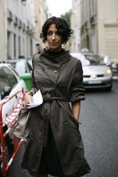 I love the collar and pushed up sleeves on this coat. Also, this hairstyle is adorable on her.
