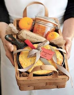 The Adorable Breakfast Kit : Homemade Gifts for Family - Sweet and Savory Breakfast - Click pic for 25 DIY Gift Baskets Ideas This one includes a cast-iron skillet filled with cornbread, some homemade orange marmalade, and honey butter. Holiday Gift Baskets, Diy Gift Baskets, Diy Holiday Gifts, Hostess Gifts, Christmas Gifts, Housewarming Gifts, Basket Gift, Homemade Christmas, Raffle Baskets