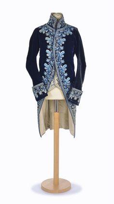 fc8fe35bb8de1 Veste en velours de soie bleu marine brodée, années 1780 Veste Velours,  Soie,
