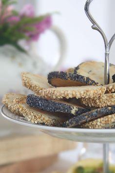 biscotti salati con semi di papavero e sesamo - savoury cookies with sesame seeds and poopy seeds