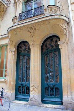 'Maison des Arums' lily door, 33 Rue du Champ-de-Mars, Art Nouveau style, by architect Octave Raquin, 1900