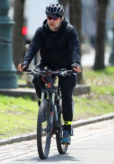 2015 Apr - Russell Crowe Out For a Bike Ride in NYC - Zimbio