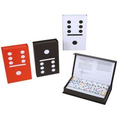 Estuche que contiene un juego de domino.  http://www.cosaspararegalar.es/ideas-para-regalar/juegos-de-mesa/estuche-domino.html