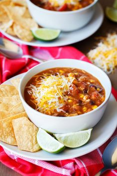 This 7 Can Chicken Taco Soup is AMAZING. People beg for the recipe!! #chickentaco #chickentacosoup #7cansoup #easysoup #tacosoup #iamhomesteader #homesteading