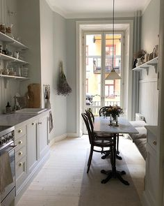 Inspiration for the heart of the home. Farmhouse Kitchen Decor, Kitchen Interior, Country Look, Kitchen Designs Photos, Scandinavian Kitchen, Interior Decorating, Interior Design, Interior Exterior, Beautiful Kitchens