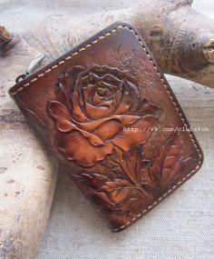 "Маленький кошелёк ""Роза"". Натуральная кожа Leather Carving, Leather Art, Sewing Leather, Leather Design, Leather Jewelry, Leather Tooling Patterns, Leather Pattern, Leather Craft Tools, Leather Projects"