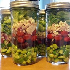 This jar is layered with fresh garden cucumbers, shelled edamame for protein, beets, cherry tomatoes, red onion, sliced turkey, feta, and romaine. Crunchy and satisfying! Source: Instagram user sfxmissy