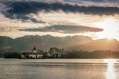 Wintertime / Gmunden / Upper Austria http://ift.tt/1PwaAJe winterautumnbeautifulbluecastlecloudscolourdreamyforestfrozengreenhillslakelandsscapelightmountainmountainsraysskysnowsunsunsettraveltreesvacationwater