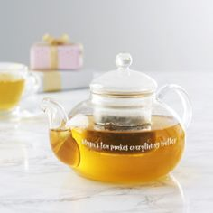 This personalised glass teapot is the perfect gift for any tea lover that loves a strong brew. Treat your mum this Mother's Day with a personalised gift. Online Gift Shop, Online Gifts, Personalized Gifts For Her, Customized Gifts, Luxury Gifts For Women, Glass Teapot, Perfect Mother's Day Gift, Brewing Tea, Tea Infuser