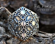 Oh-so-pretty and super comfortable! Floral patterned ring in oxidized sterling silver - Fia Fourie Juwele Wide Rings, African Jewelry, Oxidized Sterling Silver, Cuff Bracelets, My Design, Jewelery, Handmade Jewelry, Jewelry Design, Floral