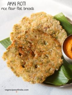 Akki Roti Recipe with step by step pics. Akki Roti is one of the staple breakfast in Karnataka. Akki means rice and roti means flat bread. So basically these are flat breads made with rice flour and mix veggies. Healthy Vegetarian Diet, Tasty Vegetarian Recipes, Veg Recipes, Indian Food Recipes, Akki Rotti Recipe, Medu Vada Recipe, Breakfast For Dinner, Breakfast Recipes, Veg Manchurian Recipe